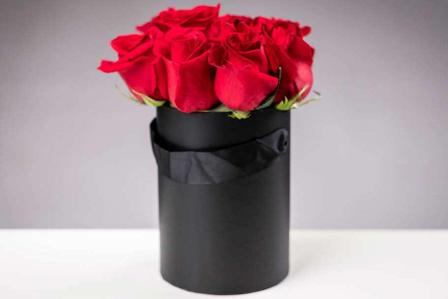 Cilindro Nero Di Rose Con Maniglie